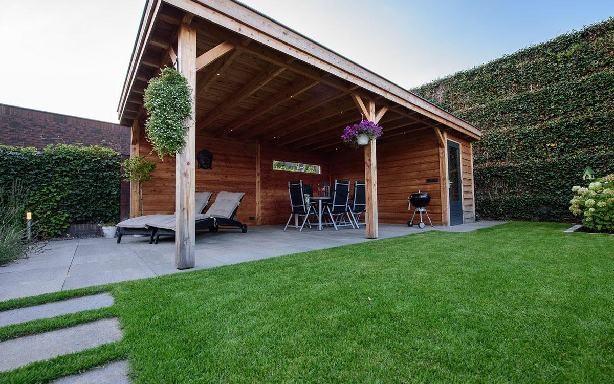 Kleine tuin met overkapping afdak oosterhout strakke for Moderne tuin met overkapping
