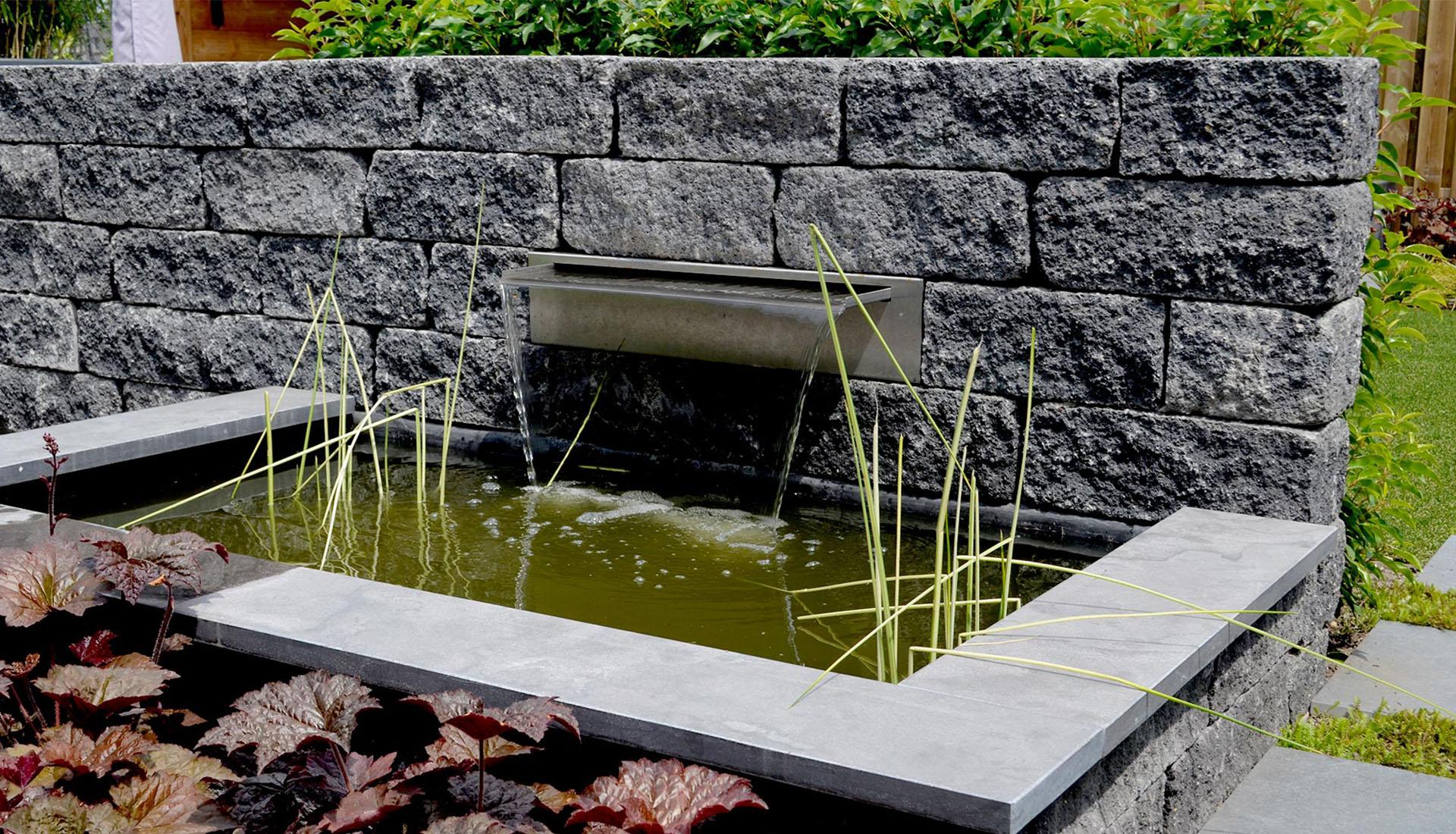 De groot hoveniers nieuws water in de tuin