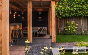 Lounge hoek met openhaard
