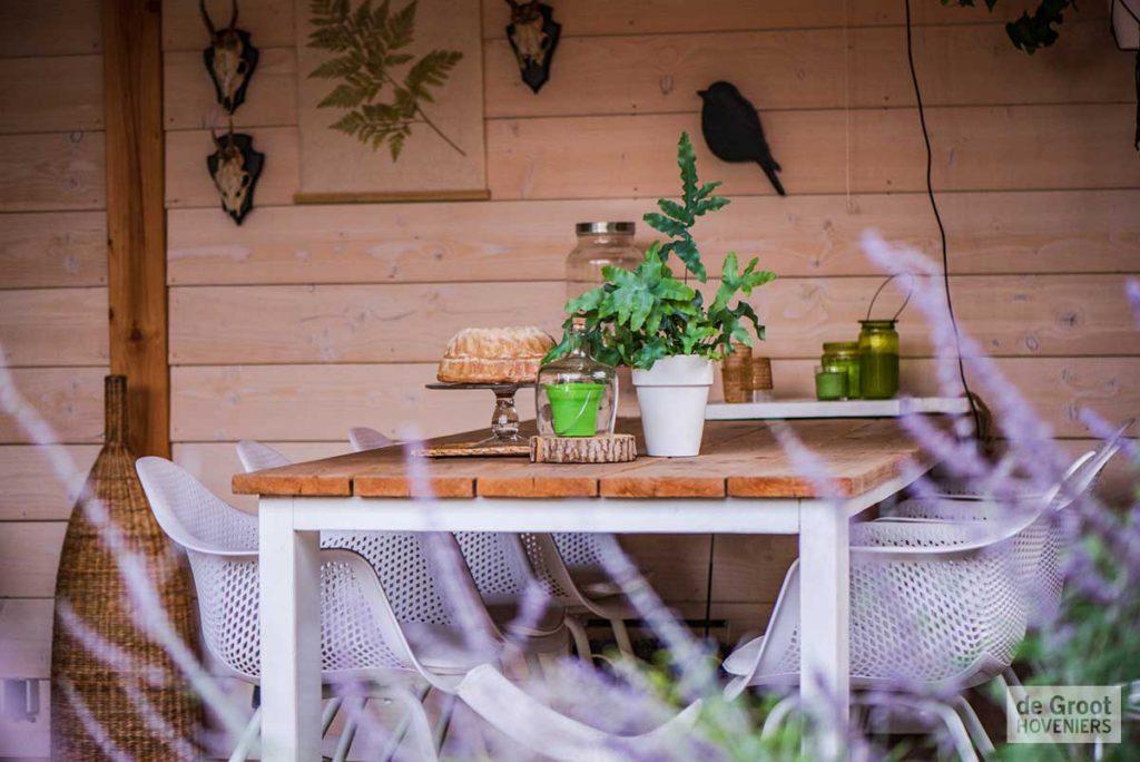 Inrichting Overkapping Tuin : Een strakke tuin met een vintage look in boekel de groot hoveniers